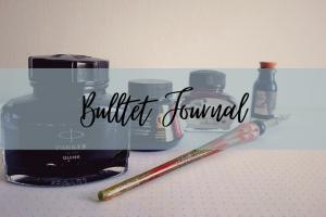 """immagine in evidenza con didascalia """"bullet journal"""" e foto di quattro inchiostri di diverse marche sullo sfondo."""
